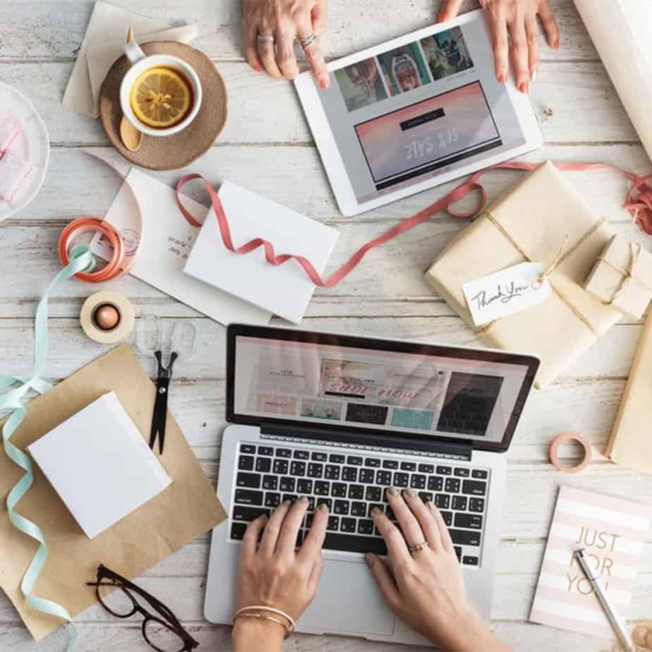 influencer laptop blog image